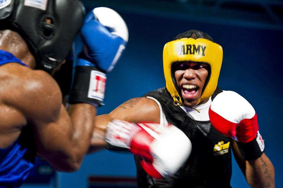 Comment choisir son matériel de boxe : sac de frappe, gants de boxe